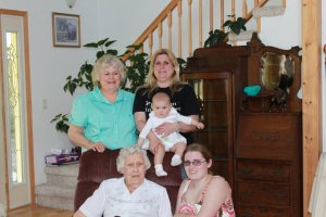 Linda, Lorri holding Bella, granny and Jess